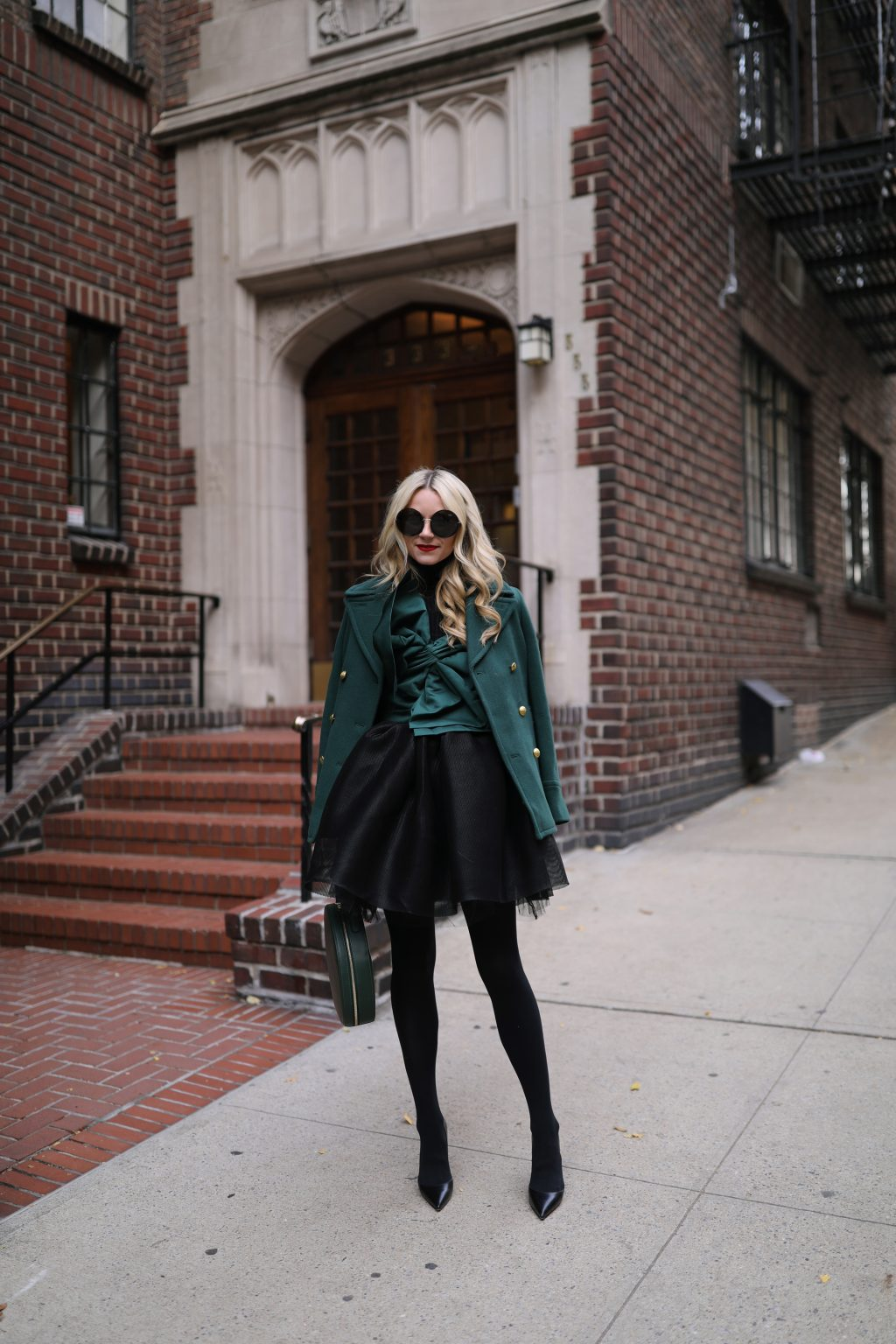 blair-eadie-blogger-fashion-green-bow-mansur-gavriel