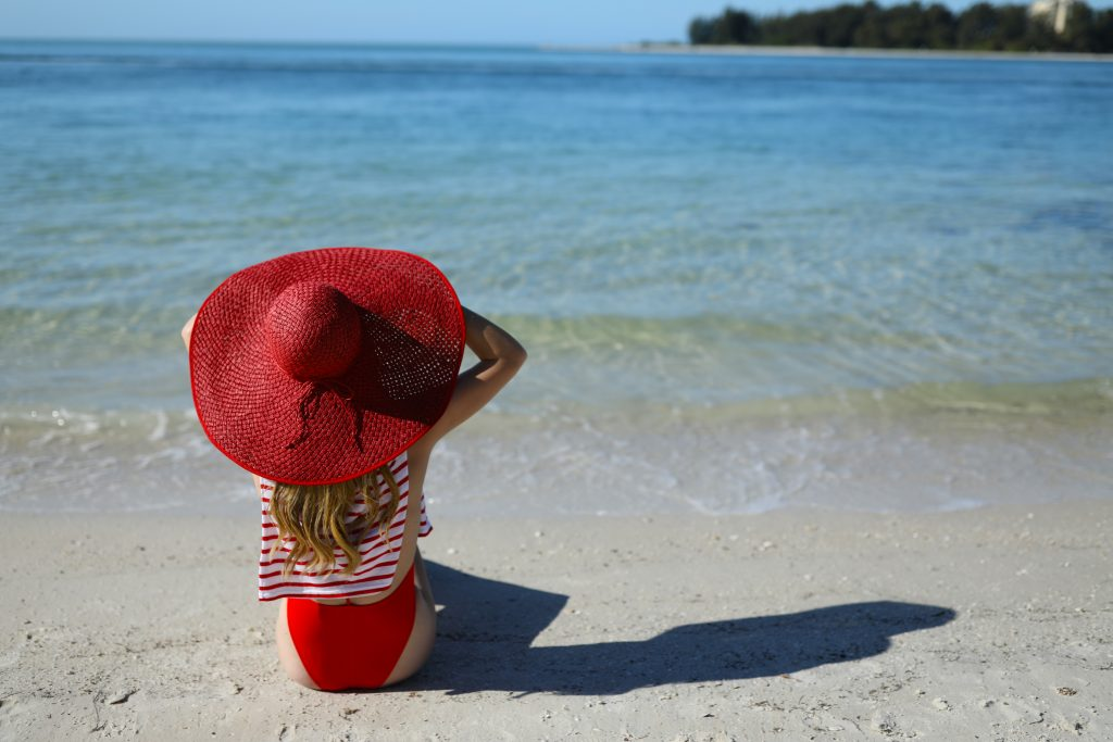 blair-eadie-atlantic-pacific-blog-blogger-nyc-siesta-key-straw-hat-beach-day