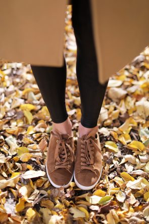 blair-eadie-atlantic-pacific-fall-nyc-park-brooklyn-sezane-leather-sneakrs